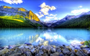 897439-stunning-mountain-lake